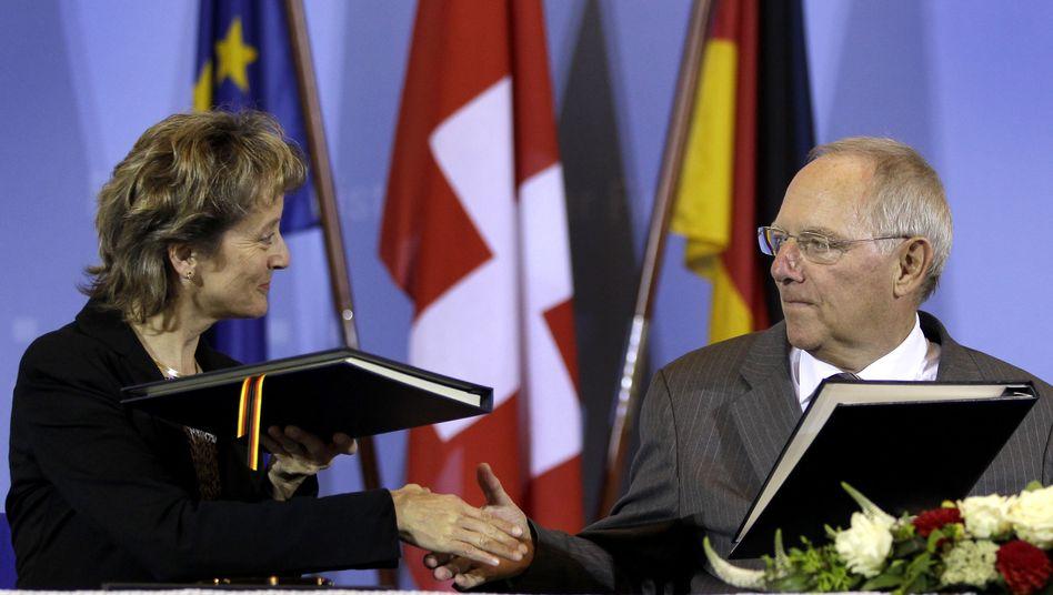 Eveline Widmer-Schlumpf, Wolfgang Schäuble: Steuerabkommen unterzeichnet