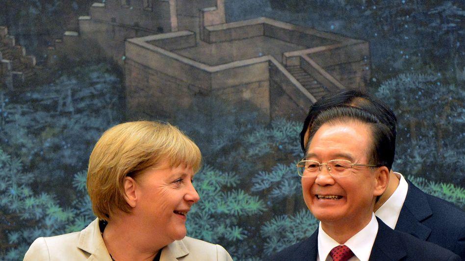 Heller strahlt nur die Sonne: Bundeskanzlerin Merkel und Chinas Ministerpräsident Wen Jiabao heute in Peking