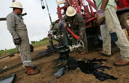 Ölförderung in Venezuela: Der Preis für Opec-Öl rutscht erneut ab.