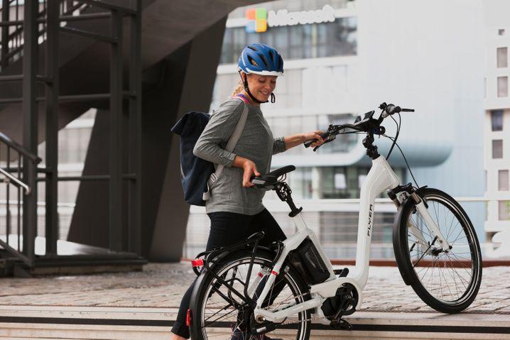 Neue Masse: E-Bikes sind in der Regel schwerer als herkömmlicher Fahrräder, das braucht etwas Umgewöhnung beim Fahren und Handling.