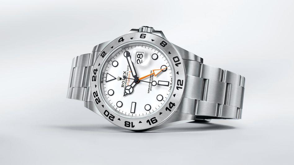 """Außen Edelstahl, doch Zeiger und Indexe bestehen aus Weißgold: Die 2021 überarbeitete """"Explorer II"""" von Rolex, die der Online-Uhrenhändler Chronext ungetragen und gebraucht verkauft"""