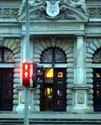 Für Falk stehen die Ampeln derzeit auf Rot: Landgerichtsgebäude in Hamburg