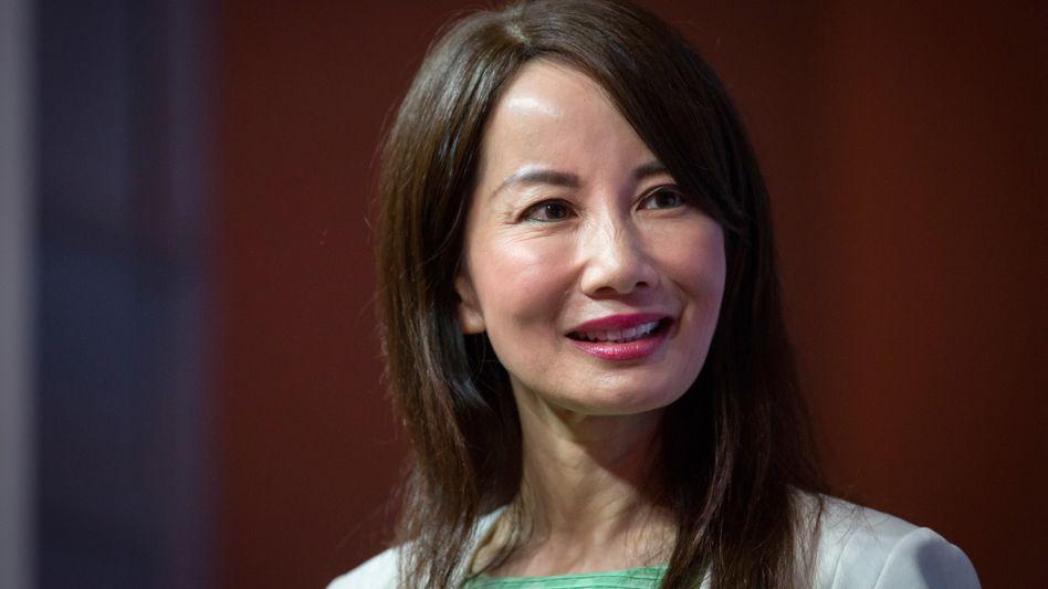 Ctrip ist Chinas führendes Onlinereiseportal. Jane Jie Sun startete ihre Karriere bei KPMG im Silicon Valley. 2005 fing sie bei Ctrip als CFO an, im November 2016 wurde sie CEO. Seit 2005 ist die Marktkapitalisierung des Unternehmens von rund 900 Millionen auf inzwischen etwa 25 Milliarden Dollar gestiegen.