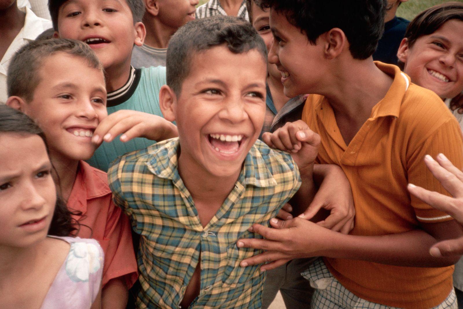 NICHT MEHR VERWENDEN! - Colombian Children Laughing