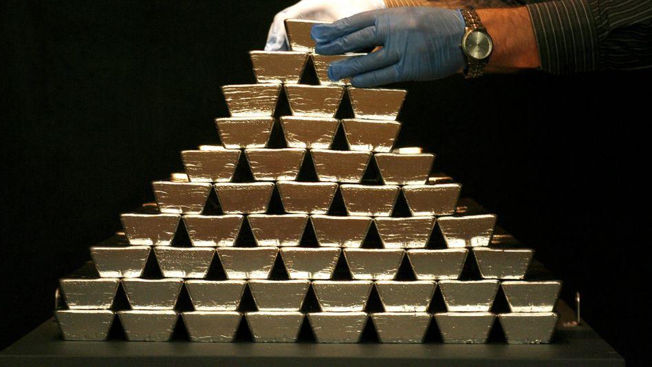 Silberpreis abgesprochen: Anwälte in den USA werfen dieses Vergehen mehreren Banken vor - unter anderem der der Deutschen Bank. Die hat sich jetzt mit den Behörden auf eine Strafe von 38 Millionen geeinigt