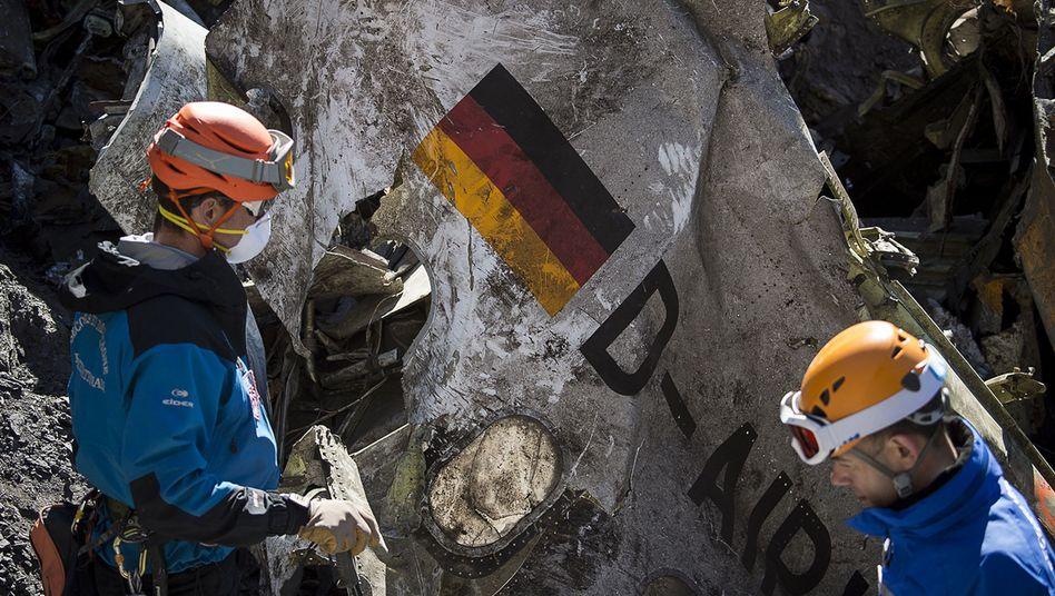 Bergungsarbeiten in den Alpen: Nach dem Stimmrekorder wurde nun auch der zweite Flugschreiber gefunden, dessen Daten weiteren Aufschluss über den Absturz der Germanwings-Maschine geben können