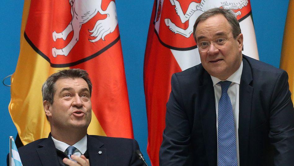 Markus Söder, Armin Laschet (rechts): Fernduell um die Kanzlerkandidatur