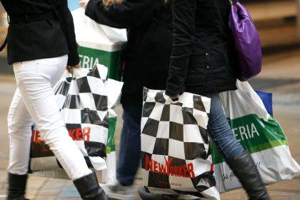 In Kauflaune: Die Deutschen stehen finanziell trotz Krise nicht schlecht da