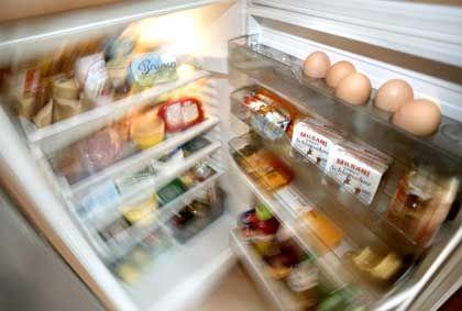 Wohnen mit Service: Der Kühlschrank wird gefüllt