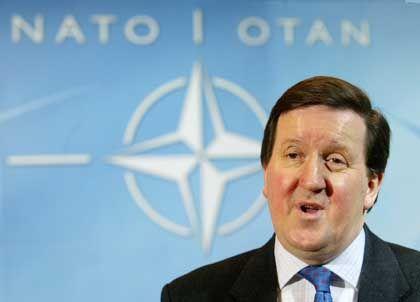 """""""Die Solidarität sich durchgesetzt"""": Nato-Generalsekretär Robertson"""