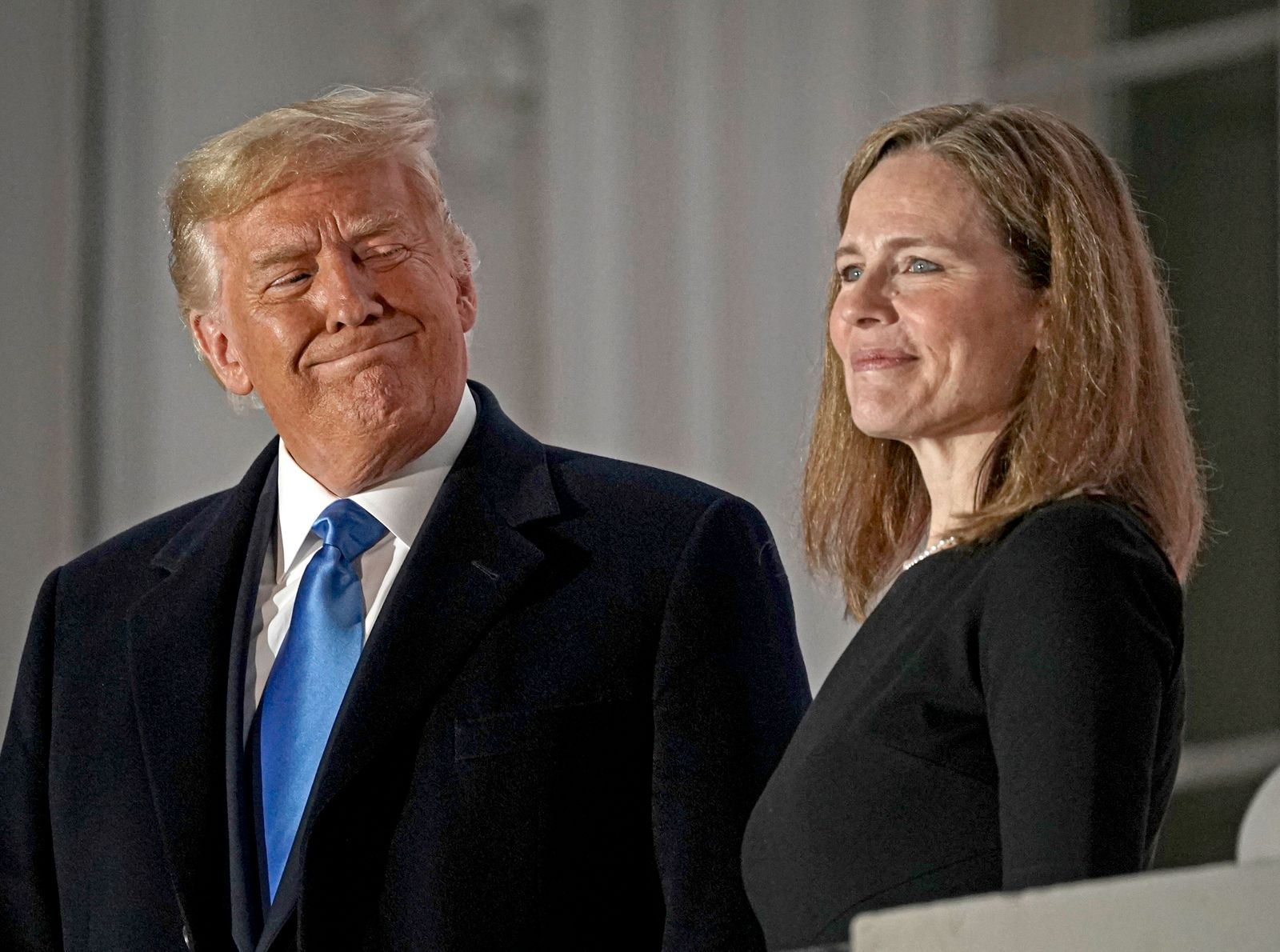 News Bilder des Tages United States President Donald J. Trump and Justice Amy Coney Barrett pose for a photo on the Blue