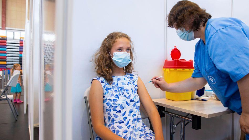 Corona-Impfung für alle Jugendlichen: Die Stiko ist der Meinung, dass die Vorteile einer Impfung gegenüber dem Risiko der Nebenwirkungen überwiegen