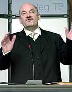 Der Präsident der Regulierungsbehörde, Matthias Kurt, läßt die Telekom nicht ganz aus den Augen.