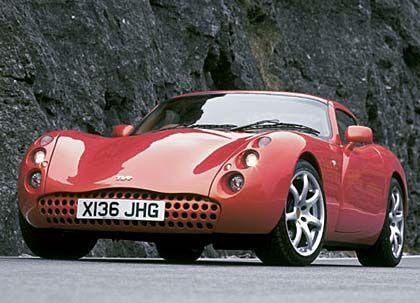 Der TVR Tuscan ist ein bulliger Purist: 287 kW (390 PS), 1100 kg Leergewicht, Spitzengeschwindigkeit 300 km/h, von Null auf 100 in 4,2 Sekunden, Preis: 85.000 Euro