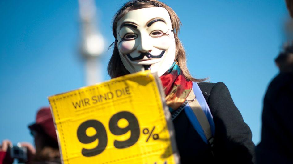 """Demonstrant mit Guy-Fawkes-Maske: """"Hier wird gegen eine Weltsicht protestiert, nicht gegen bestimmte Vorgänge. Deswegen ist das nicht wie bei einer typischen Bewegung"""""""