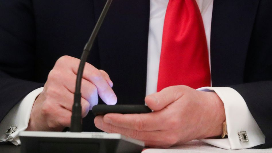Donald Trump am Handy: Social-Media-Kanäle als Präsidenten-Megafone