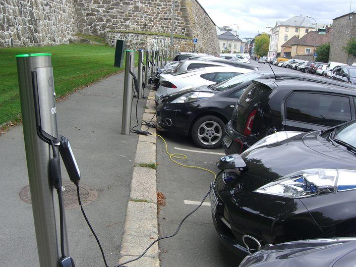 Strom für Elektroautos in Oslo: Die Regierung in Norwegen subventioniert den Kauf von Elektroautos