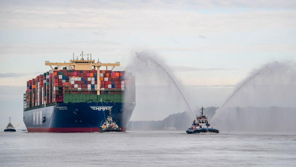 """Seine Jungfernfahrt hat die """"HMM Algeciras"""" am Sonntag nach Hamburg geführt"""
