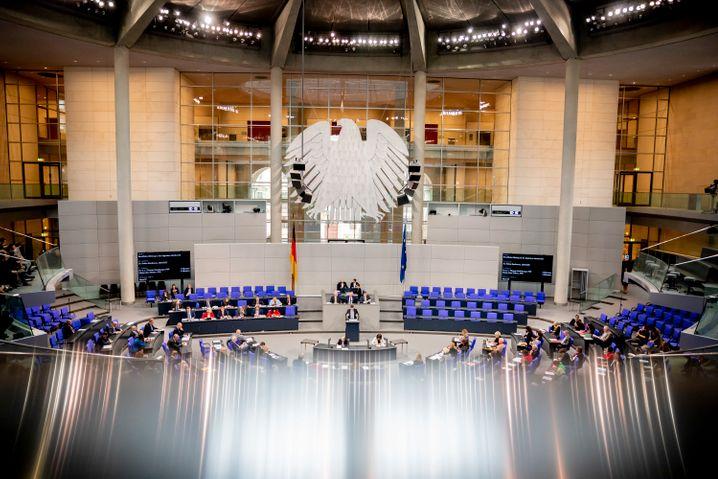 Der Bundestag will bei Unternehmen, die Staatshilfe beantragen, eine Boni-Bremse einführen