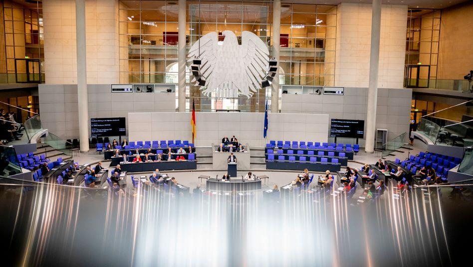 Der Bundestag will für Firmen, die in der Corona-Krise Staatshilfen erhalten, eine Boni-Bremse einführen