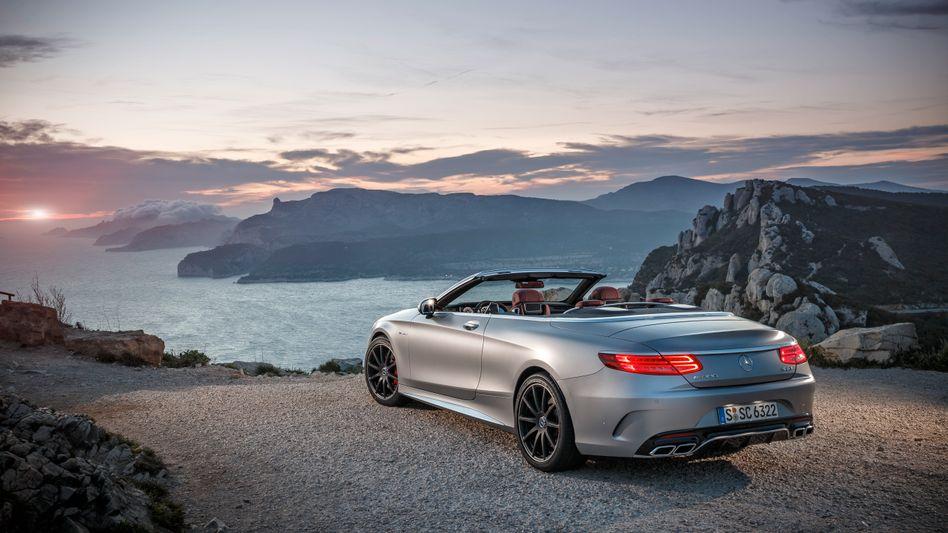 Mercedes auf der Klippe: Dax-Konzerne aus der Auto- und Finanzbranche sind im ersten Halbjahr an der Börse abgestürzt. Nur noch 4 Dax-Unternehmen finden sich weltweit unter den Top 100 - sie verlieren an Gewicht