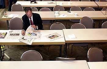 """Ronald Barnabas Schill wollte mit seiner """"Partei Rechtsstaatlicher Offensive"""" auch auf Bundesebene punkten. Doch bei den Bundestagswahlen im Herbst 2002 holte die Schill-Partei ganze 0,8 Prozent - und lag damit etwa gleichauf mit den Republikanern und der NPD"""