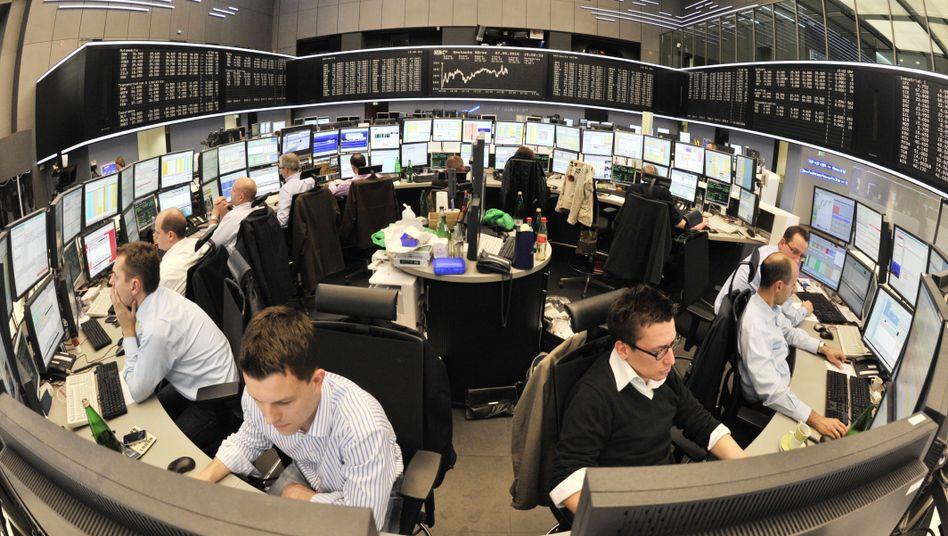 Alles im Blick: Die Börsianer in Frankfurt sehen heute vor allem Erfreuliches auf ihren Bildschirmen