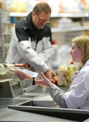 Zurückhaltung: Bisher hat sich die Hoffnung auf zunehmenden Konsum in diesem Jahr nicht erfüllt