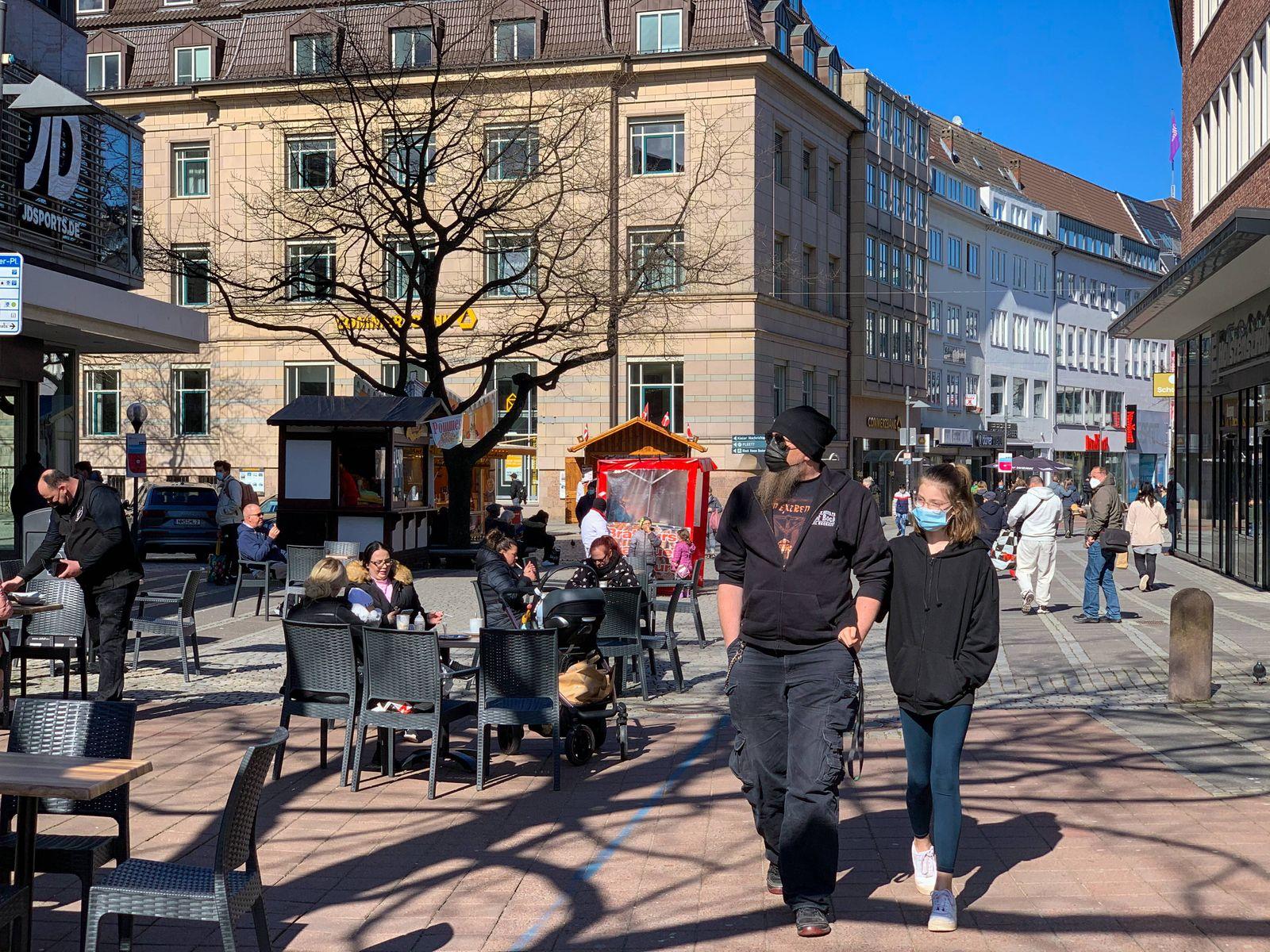 Die Außengastronomie in der Kieler Innenstadt während des Corona Lockdowns kann vorerst wieder öffnen, entscheident sin