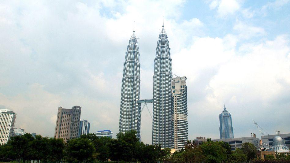 Autobau im Zeichen der Twin Towers: Die markanten Türme von Kuala Lumpur gehören zu den höchsten Gebäuden der Welt