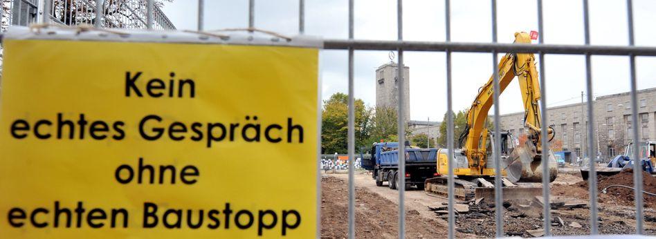 Vertrackte Lage: Stuttgart 21 ist weiterhin heftig umstritten, doch die Bahn vergibt bereits Aufträge und lässt vereinzelt bauen