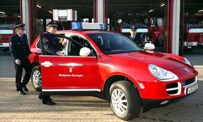 Eine neue Epoche: Der Cayenne taugt selbst zum Feuerwehrauto - zumindest in Bietigheim, der Heimat von Porsche-Chef Wiedeking