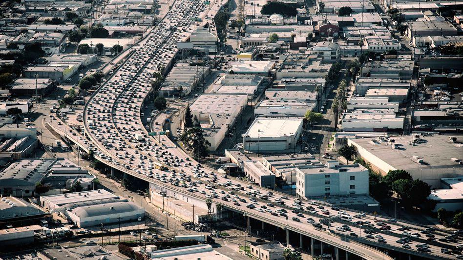 Rushhour I: In Los Angeles stehen Autos auf der Interstate 10 im Stau. Uber & Co. haben den Stau verschlimmert.