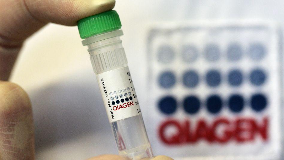 Probenröhrchen von Qiagen im Labor: Die Corona-Krise treibt die Geschäfte des Unternehmens an.