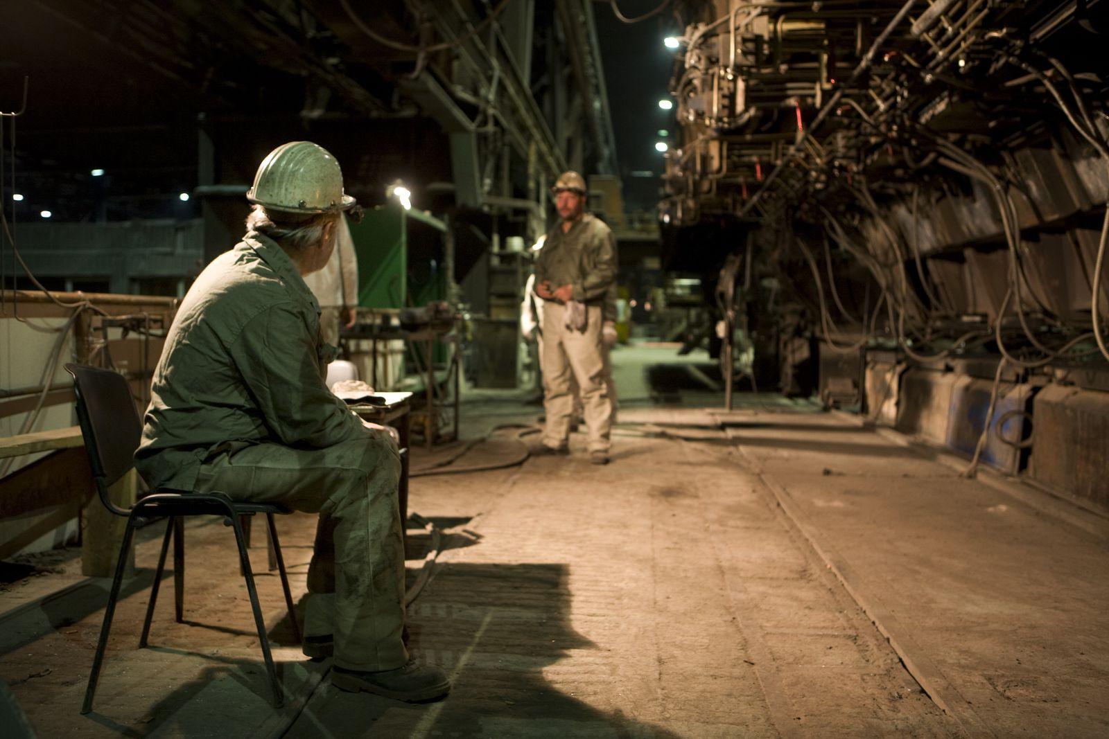 SYMBOLBILD/ Rente/ Stahlarbeiter