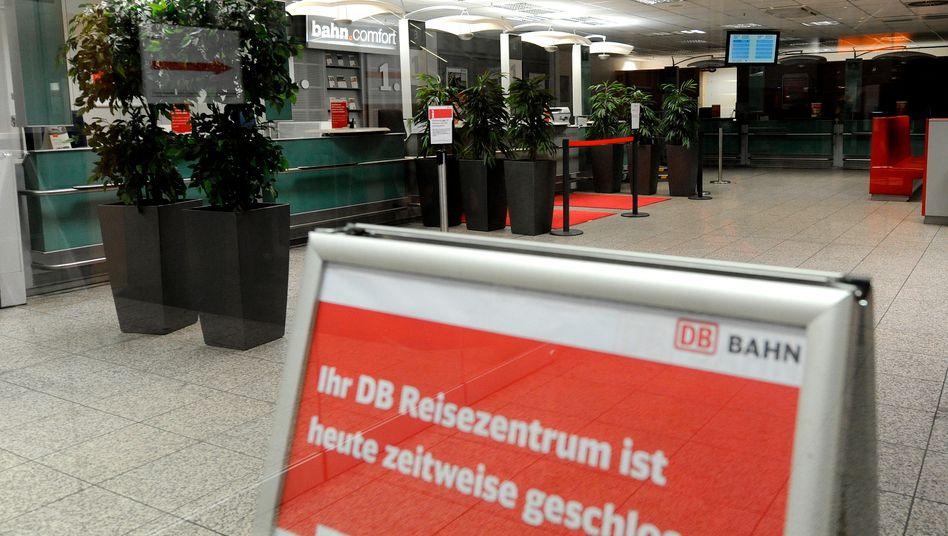 Keine Infos für Bahnreisende: Die Reisezentren der Deutschen Bahn sind heute bis mindestens 15 Uhr geschlossen