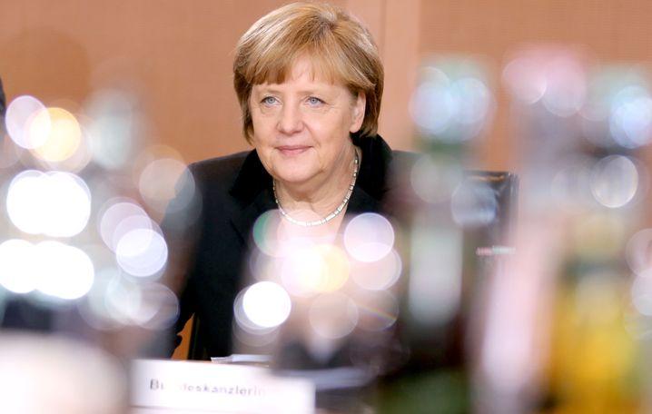 Angela Merkel (CDU, 59 Jahre) wird zum dritten Mal Bundeskanzlerin. Unangefochten steht sie - gestärkt durch die 41,5 Prozent für die Union bei der Bundestagswahl - an der Spitze von Regierung und Partei. Es ist nach Rot-Schwarz von 2005 bis 2009 bereits ihre zweite große Koalition.