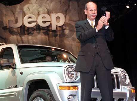 Chrysler-Chef Zetsche mit Liberty: Ab 2004 ist der Jeep mit sparsamen 2,8-Liter-Dieselmotor erhältlich