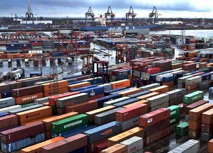 Containerterminal Burchardkai der Hamburger Hafen- und Lagerhaus-Aktiengesellschaft: Mannheimer ZEW-Forscher ermitteln schwächere Wirtschaftsaussichten