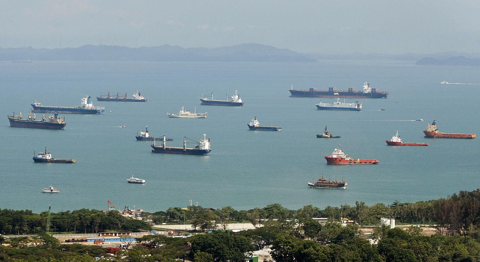 Singapur Hafen - wartende Schiffe