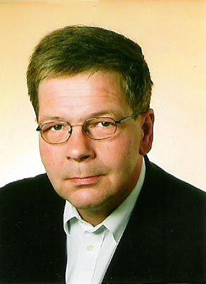 """""""Die Teller mit dem Zollstock vermessen"""": Butler Martin Görres"""
