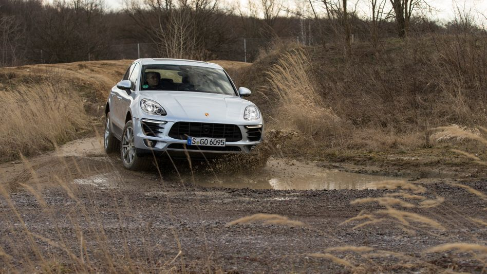 Porsche Macan: Unter anderem eine Baureihe dieses Fahrzeugs (der S Diesel) könnte von einem Importbann Südkoreas betroffen sein. Im Dezember fällt der endgültige Beschluss