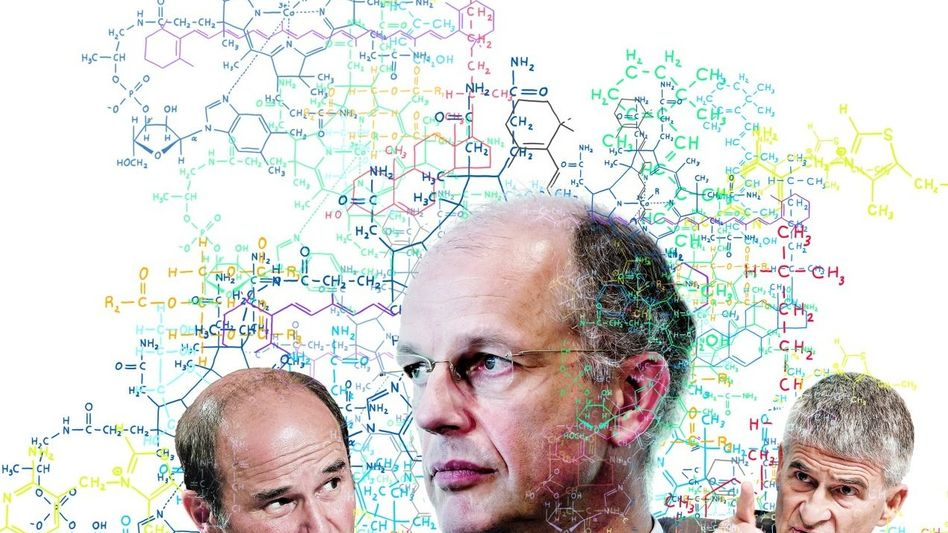 Organische Verbindung Vize Martin Brudermüller (links) und Chefkontrolleur Jürgen Hambrecht (rechts) sitzen CEO Kurt Bock im Nacken