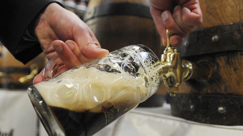 Aus Fässern fließt es kaum noch: Bierbrauer in Deutschland fürchten wegen des Lockdowns für Hotels und Gastronomie um ihre Existenz