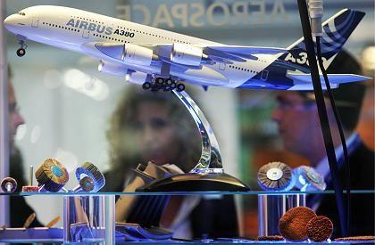 Modell des Airbus A380: Der Flugzeughersteller verteilt die Fertigung der Maschinen neu auf seine Werke