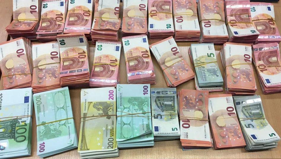Hohe Anlagesummen unerwünscht: Kunden, die hohe Summen auf Tagesgeldkonten parken, droht ein Strafzins