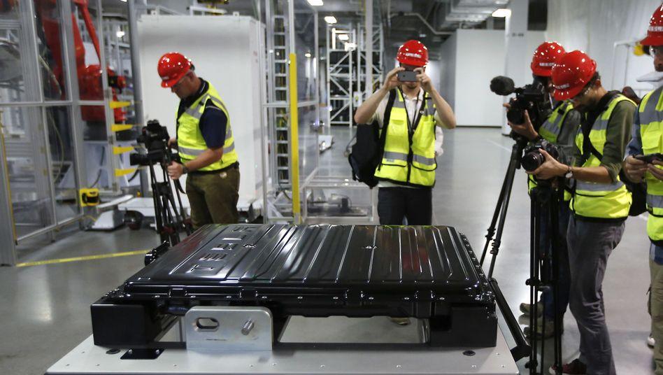 """Tesla-Batterie in der """"Gigafactory"""" in Nevada: Die darin enthaltenen Zellen produziert Panasonic für Tesla vor Ort."""
