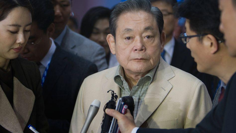 Strenger Patriarch: Der inzwischen 71-jährige Samsung Electronics Chairman Lee Kun-hee auf der Consumer Electronics Show (CES) in Las Vegas im Jahr 2012.