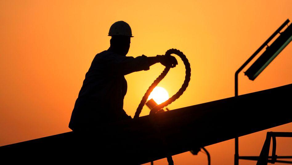 Arbeiter auf Exxon-Bohrinsel im Persischen Golf vor Bahrain