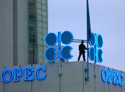 Glaubwürdigkeit in Gefahr: Angesichts des hohen Ölpreises verlangt die EU von der Opec Gegenmaßnahmen